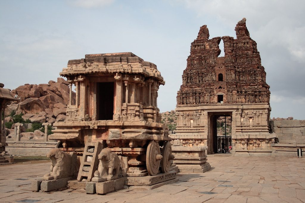 temples of hampi The largest temple complexes are in the 'sacred centre' along the river  tungabhadra, in the proximity of which large ritual and residential settlements,  called.