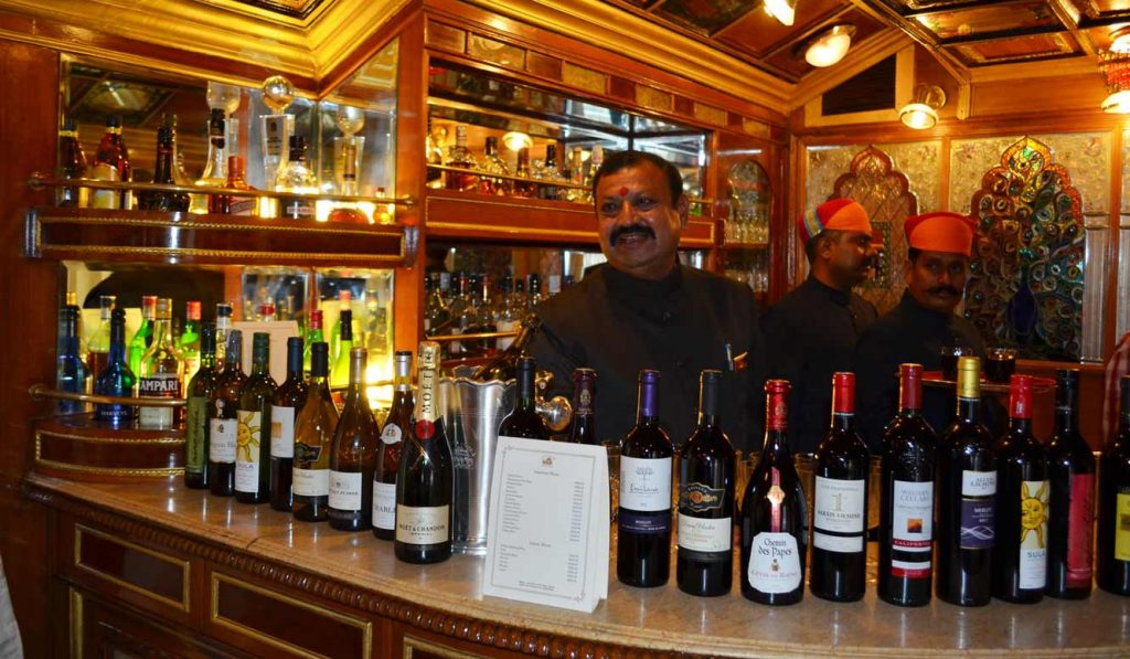 bar_palace_on-wheels