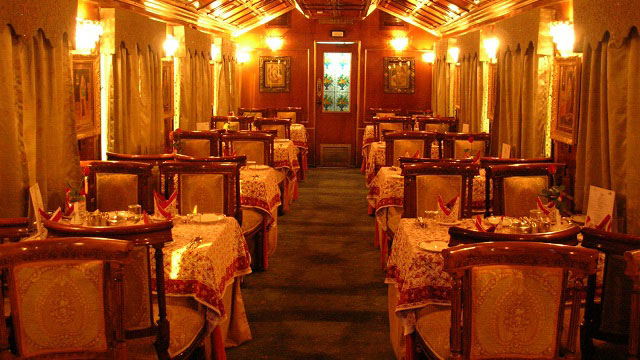 palace-on-wheels-dining-table