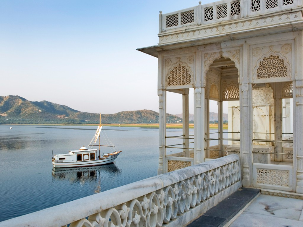 boat ride-udaipur-luxury