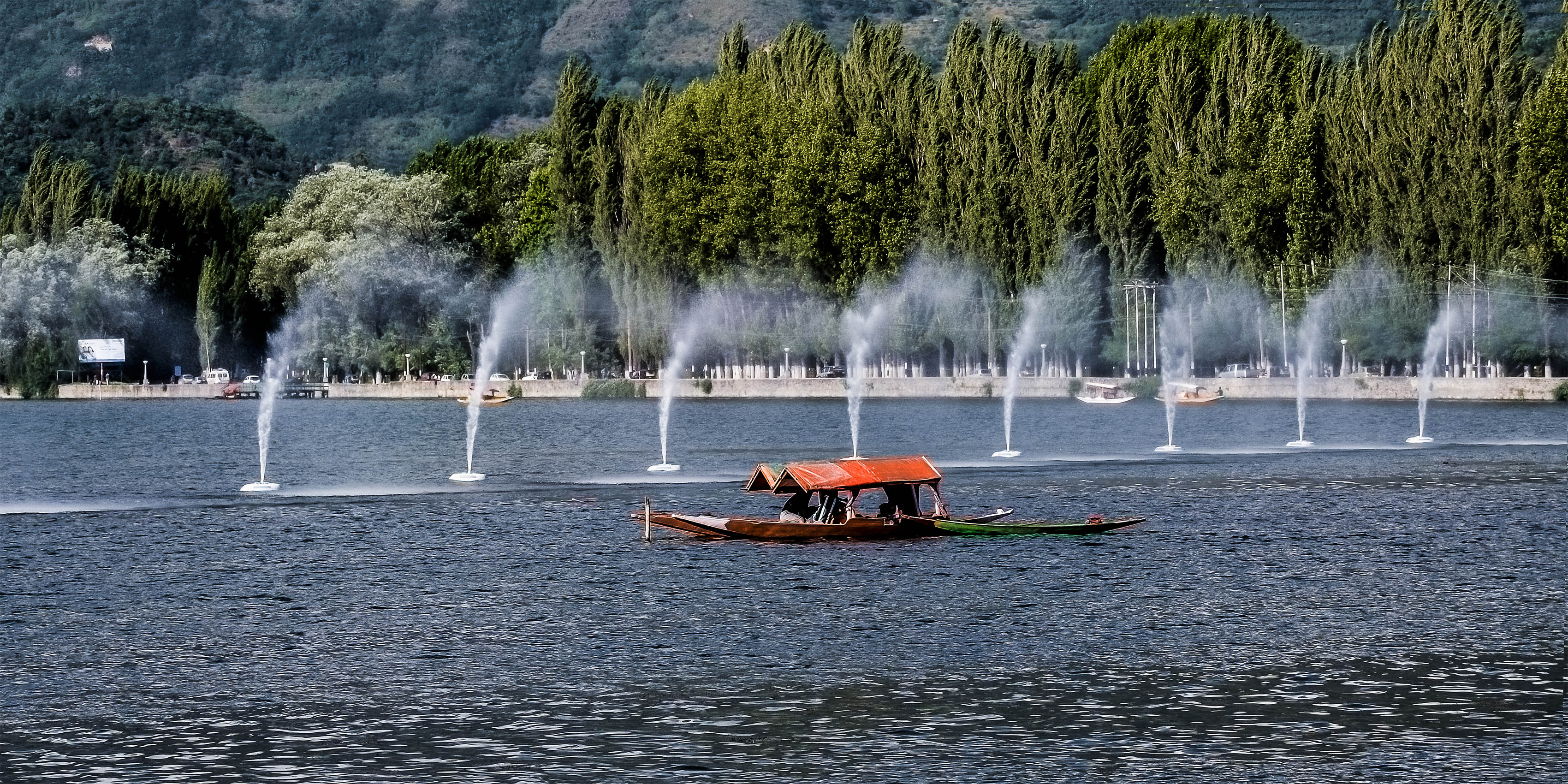 boating_at_dal_lake__