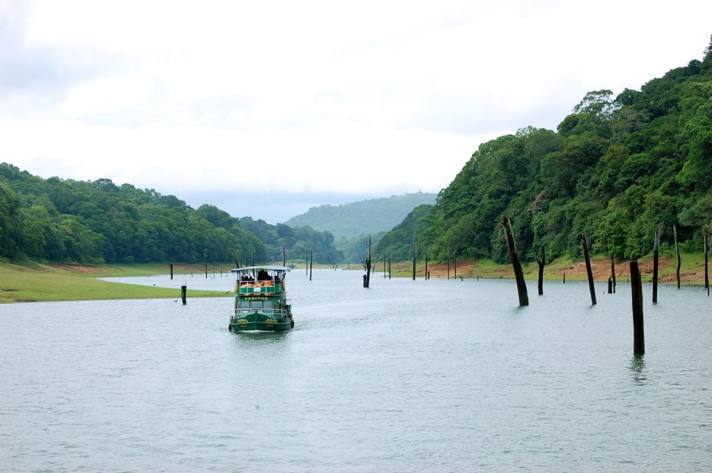 Boat trips on Proyar National Park