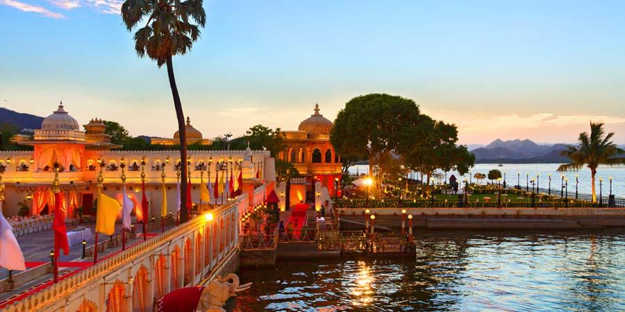 Udaipur Restaurants On The Lake