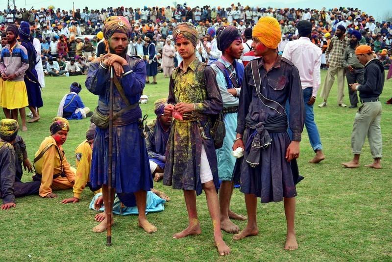 holi in anandpur sahib