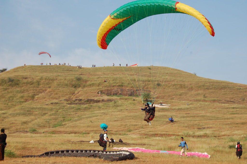 paragliding in pavana