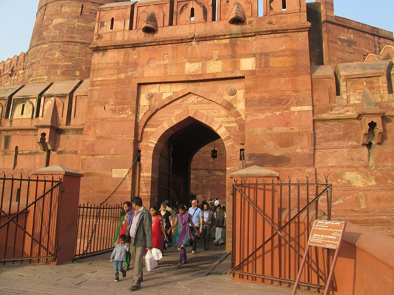 history of Agra Fort