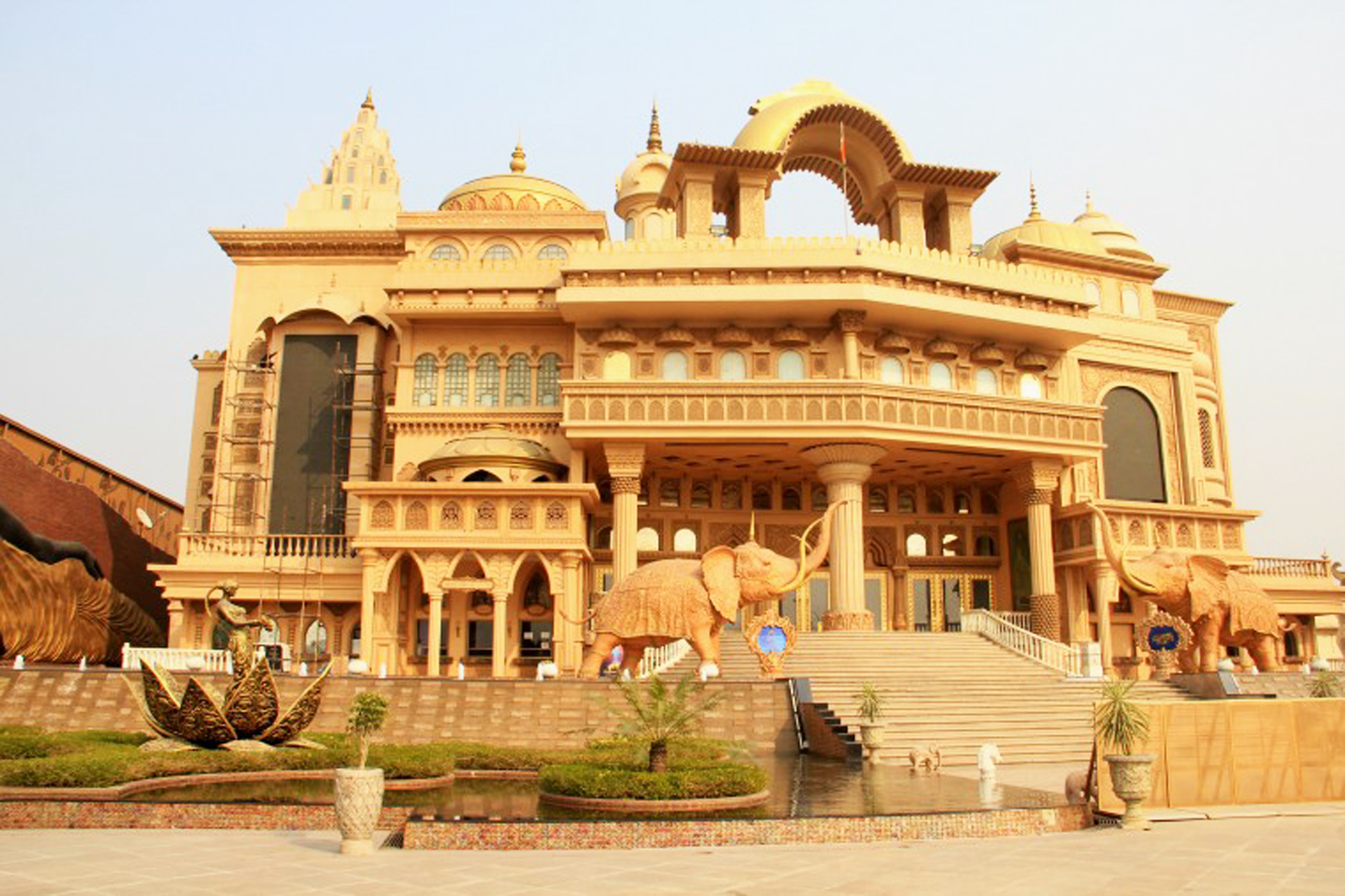 Kingdom Of Dreams in Gurgaon - Complete Travel Guide