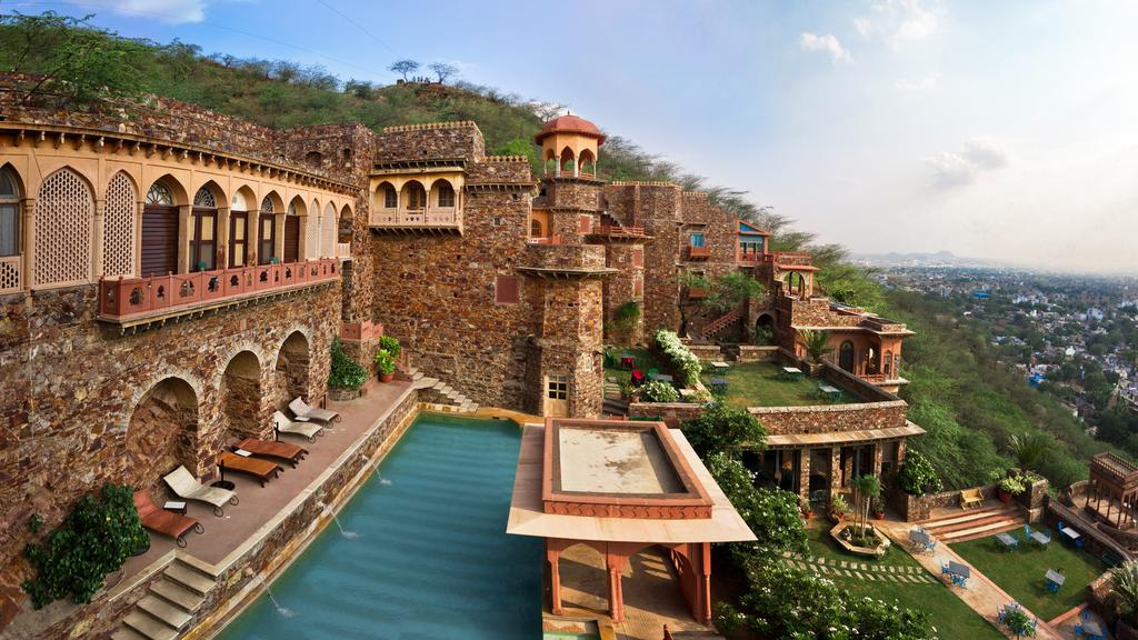 A Complete Travel Guide to Neemrana Fort Palace