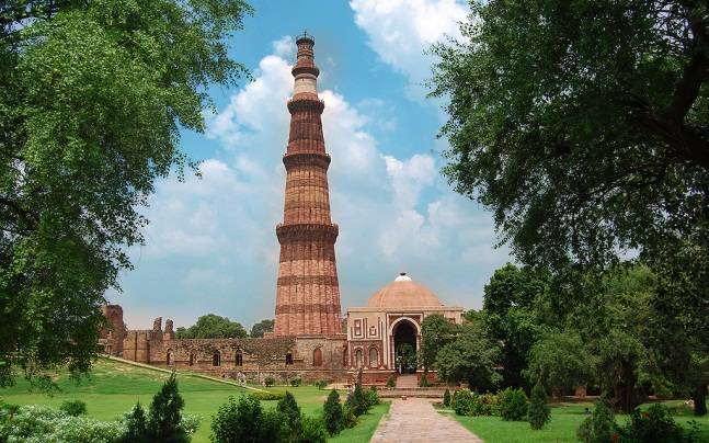 Tourist Places to explore near Delhi Airport